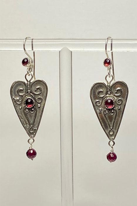Musi jewelry heart earrings