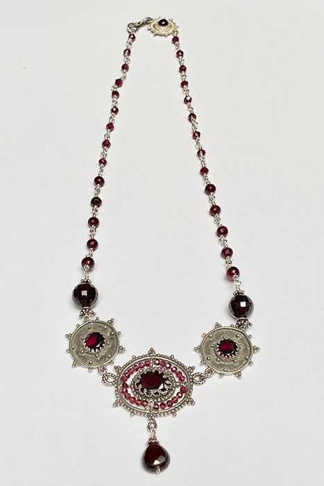 Necklace made of Sterling Silver and Garnets